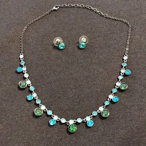 Gorgeous necklace and earring set
